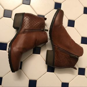 Brown ankle booties size 8 Cato brand